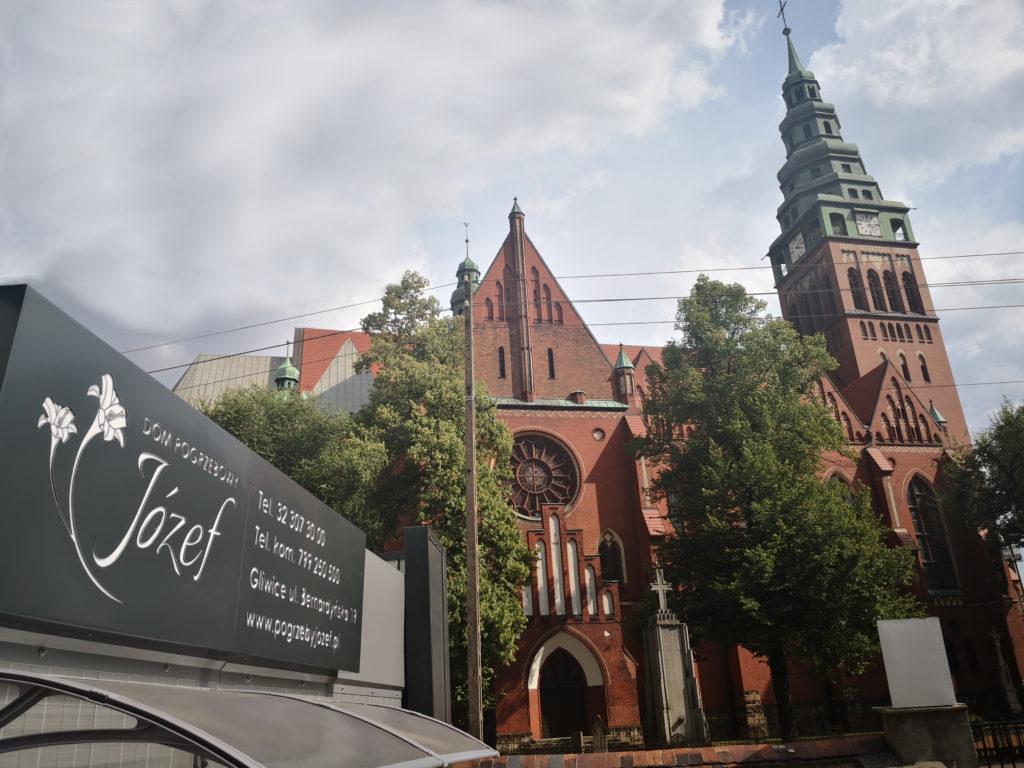 zakład pogrzebowy przy kościele
