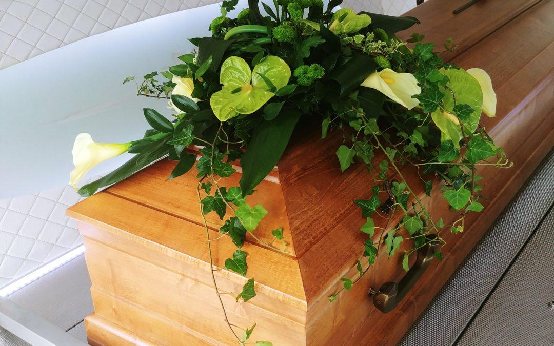 Ile kosztuje pogrzeb? Zasiłek pogrzebowy i koszty pogrzebu